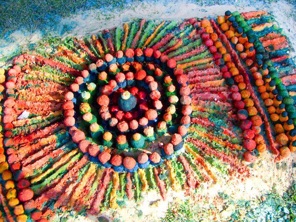 aboriginal sand painting creation at monte sant angelo by walangari karntawarra