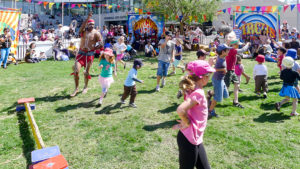 aboriginal cultural education dancing with children by walangari karntawarra